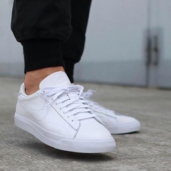 451bf7fba15e0e NWT Nike Tennis Classic White M